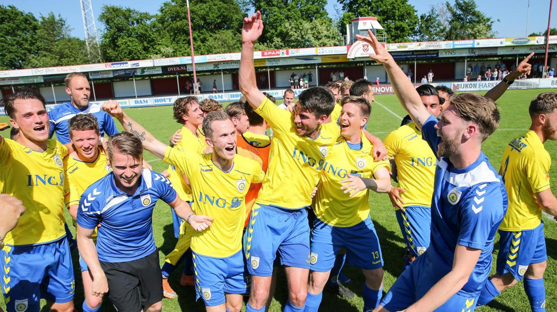 Groot feest na promotie FC Lisse
