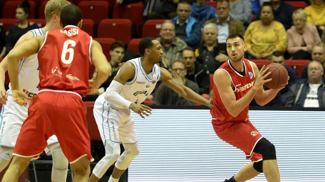Chase Fieler is namens Oostende Teddy Gipson te snel af